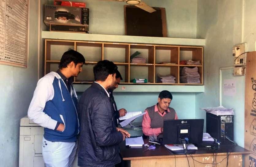 ई-मित्र केन्द्रों पर हुए औचक निरीक्षण में मिलीं सरपंच-पटवारी की अनाधिकृत मोहरें