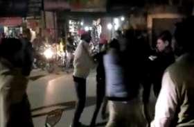 गन्ना मंत्री की फ्लीट रोककर सपाईयों ने दिया ज्ञापन