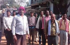 Breaking : धुरकोट में धान खरीदी बन्द किए जाने से किसानों ने किया चक्काजाम
