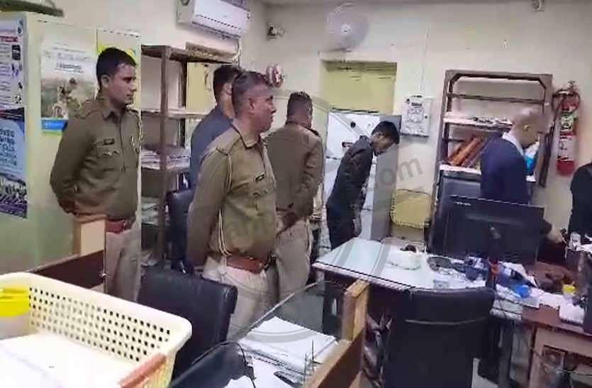 चौकीदार नहीं होने का फायदा उठाककर चोरों की कलक्ट्रेट स्थित भारतीय स्टेट बैंक के ताले चटखाने की हिमाकत, नहीं ले जा पाए नकदी