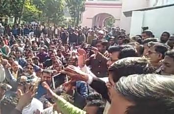 श्रीराम जानकी मंदिर के पुजारी की हत्या पर सरकार से की सीबीआई जांच की मांग