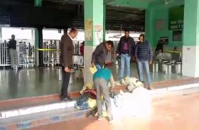 BIG BREAKING: रेलवे स्टेशन पर बम की सूचना मिलने के बाद हड़कंप, प्लेटफॉर्म को खाली कराया गया