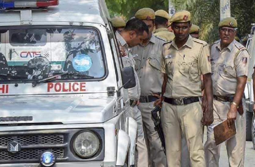 दिल्ली: गर्लफ्रेंड से नजदीकियां बढ़ने पर मामा ने किया भांजे का कत्ल, शव को बालकनी में दफनाया