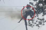 Breaking news : बिजली खंभे पर चढ़े युवक की करंट से मौत