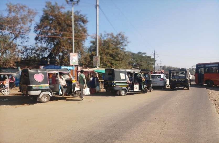 बिना फिटनेस के संचालित हो रहे सवारी वाहन, राहगीर परेशान