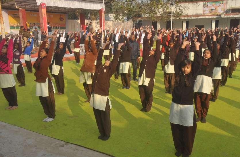 विवेकानन्द ज्यंति पर किया छात्रो ने सूर्य नमस्कार