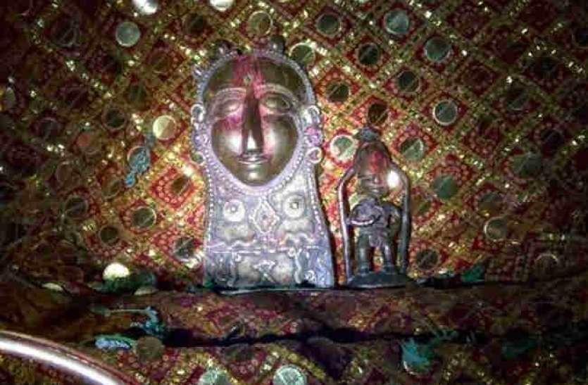 यहां साल में एक बार भक्तों को साक्षात दर्शन देते हैं शनिदेव, होते हैं कई अद्भुत चमत्कार