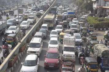 PICS : कई घंटे जाम से जूझते रहे वाहन चालक