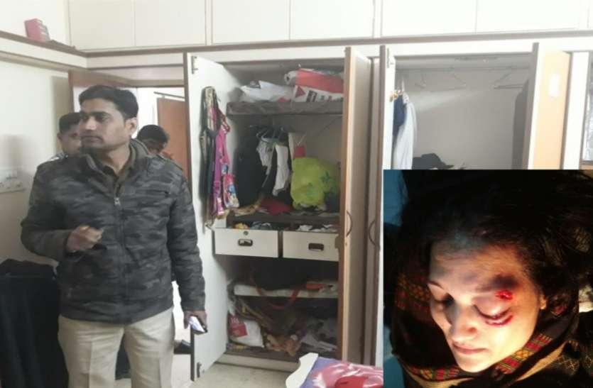 VIDEO : चोरी करने घर में घुसे चोर, महिला की आंख और सिर पर मार दिया पत्थर, घटना सीसीटीवी में कैद