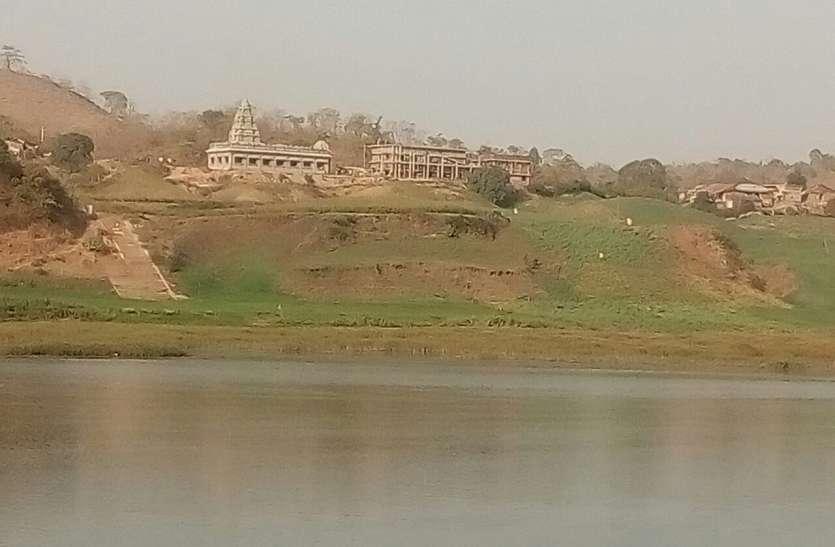 अधूरी रह गई शिवराज की आदि गुरु  की प्रतिमा स्थापना की योजना, शंकराचार्य स्वरूपानंद सरस्वती  ने नरसिंहपुर में बना दिया  मंदिर
