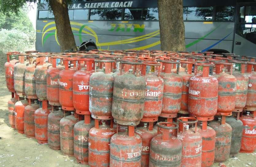 नापतौल पर अमला नहीं,कम गैस की चेकिंग पर विराम