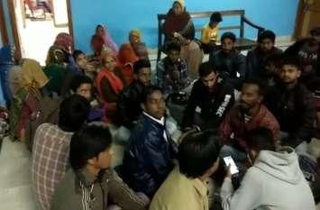 video जोधपुर : महापौर चैम्बर के सामने सफाईकर्मियों का प्रदर्शन