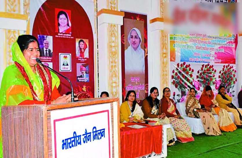 महिलाएं सहनशील बनकर ही परिवार को संस्कारित करती हैं : मंत्री इमरती देवी