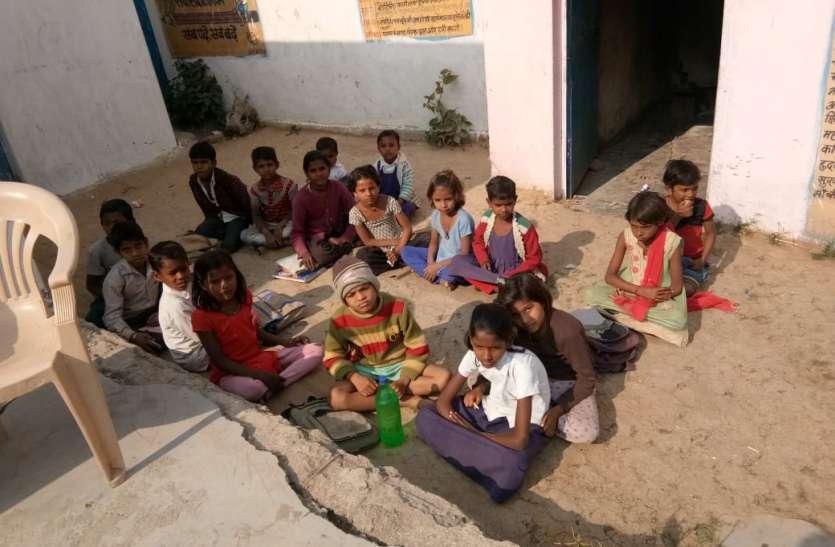 स्कूल का छज्जा गिरने से बाल-बाल छात्र