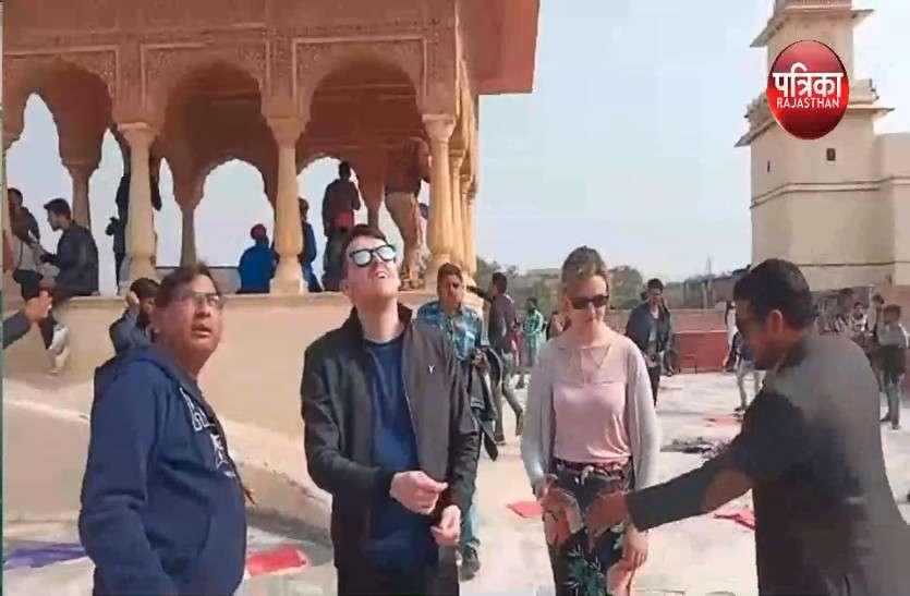 VIDEO: रंग- बिरंगी पतंगों से सजा गुलाबी नगरी का आसमान, पर्यटकों ने उठाया पतंगबाजी का आनंद