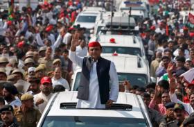 इस मामले में राहुल गांधी को भी टक्कर देते हैं अखिलेश यादव, लग्जरी कारों में करते हैं सैर