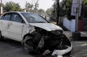 वीआईपी रोड पर देर रात कार चालक ने बाउंड्रीवाल को मारी ठोकर, चालक फरार
