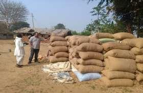 सूचना मिलते ही एसडीएम ने दी दबिश, छापा मारकर जब्त किये ओडिशा का 160 बोरी धान