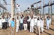कंवरपुरा ग्रिड पर दिन में विधुत आपूर्ति करने को लेकर किसानों का धरना-प्रदर्शन