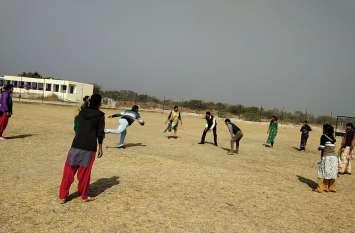 video : संक्रांंति पर पारंपरिक खेलोंं की यादें हुई ताजा , इस स्कूल में बच्चोंं संग सितोलिया खेले शिक्षक