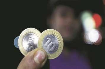 साल 2019 में पहली बार 71 के नीचे फिसला रुपया