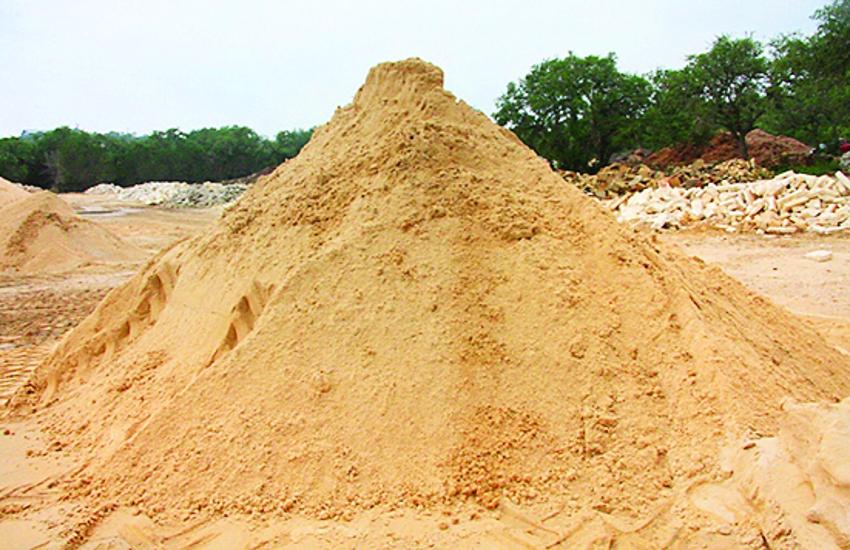 पिछले 25 दिन में 35 से 42 रुपए घन फीट तक पहुंच गए रेत के रेट, मकान बनाना हुआ महंगा