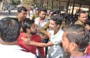 कॉलेज में कार्यक्रम को लेकर विवाद, पुलिस ने छात्र नेता को मारा चांटा, मचा बवाल