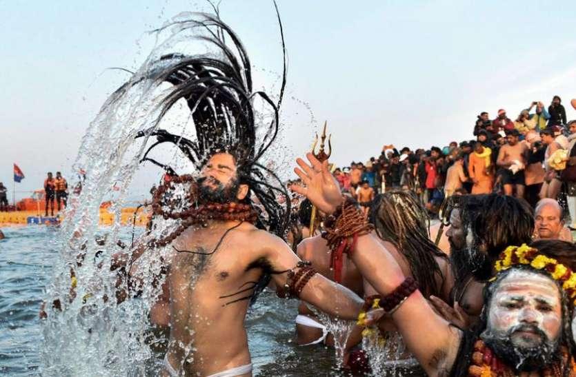 Kumbh Mela 2019: दो तरह के होते हैं नागा साधु, इस मायने में अलग होते हैं खूनी नागा