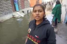 सड़कों पर फैला गंदे पानी ने बढ़ाई लोगों की मुसीबतें, देखें वीडियो