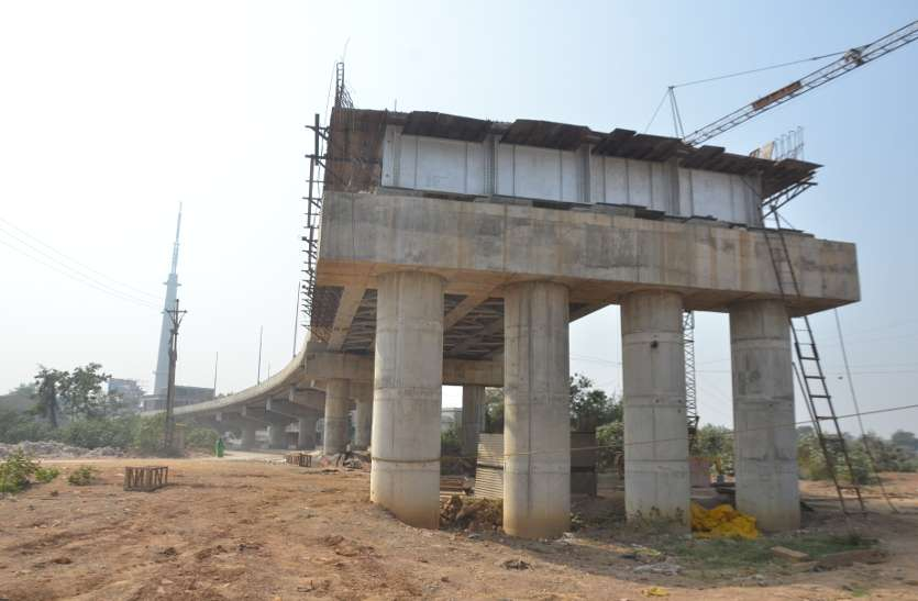 आर्च ब्रिज पर शुरू हुआ आर्च बनाने का काम