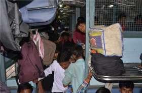 ट्रेन में चढ़े बदमाशों ने की लूट, यात्रियों ने पकड़ा, किया जीआरपी के हवाले