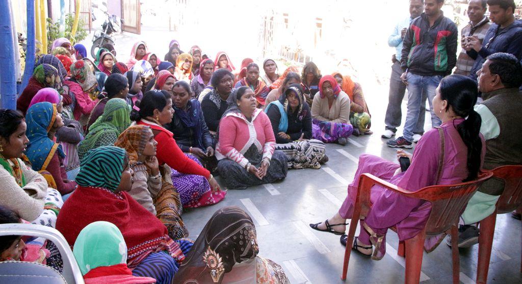 Video # स्वच्छता की टीम के जाते ही महिलाओं को काम से हटाया  ,किया हंगामा