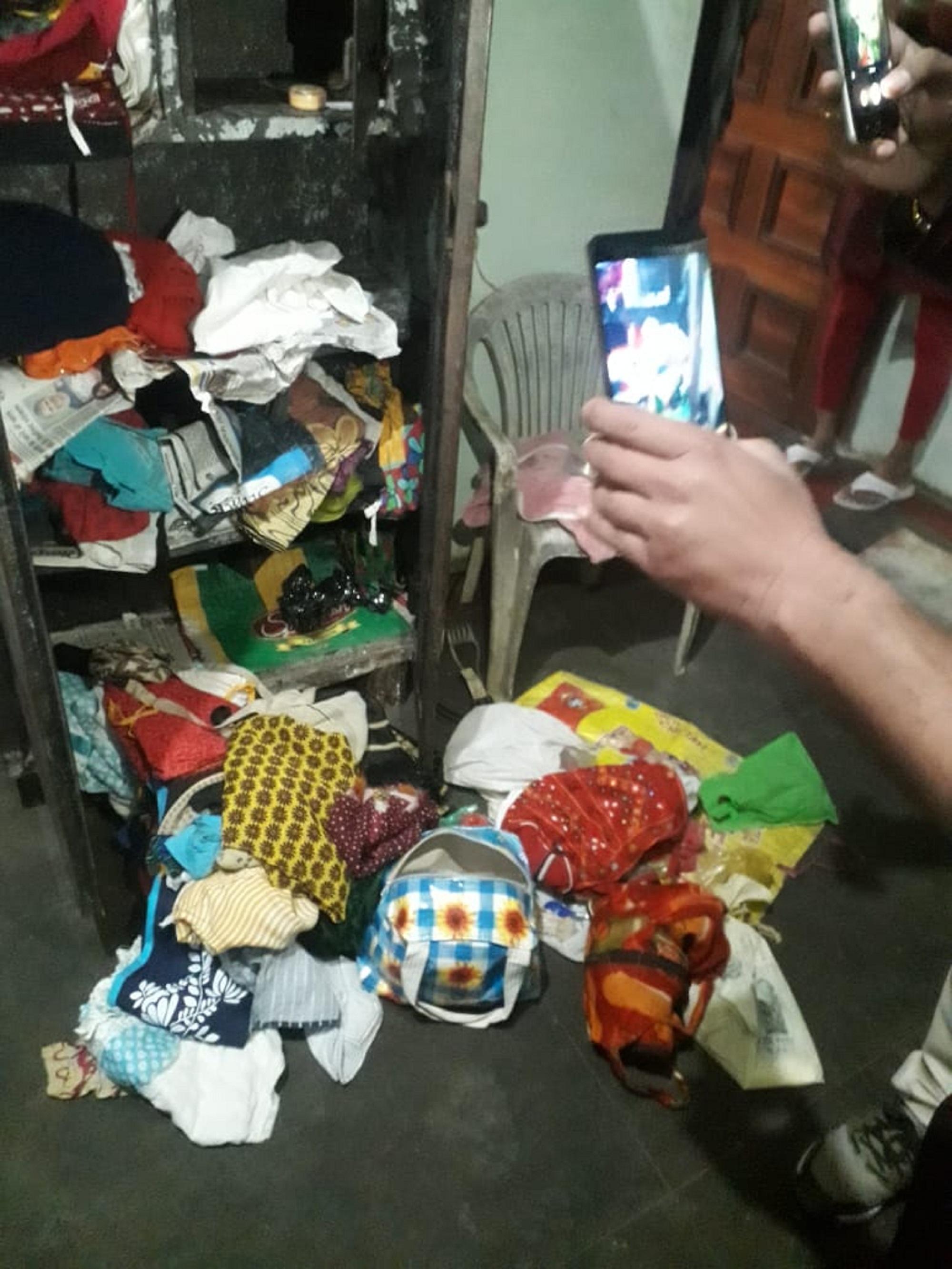 सूने मकान व स्टेशनरी गोदाम में चोरों का धावा