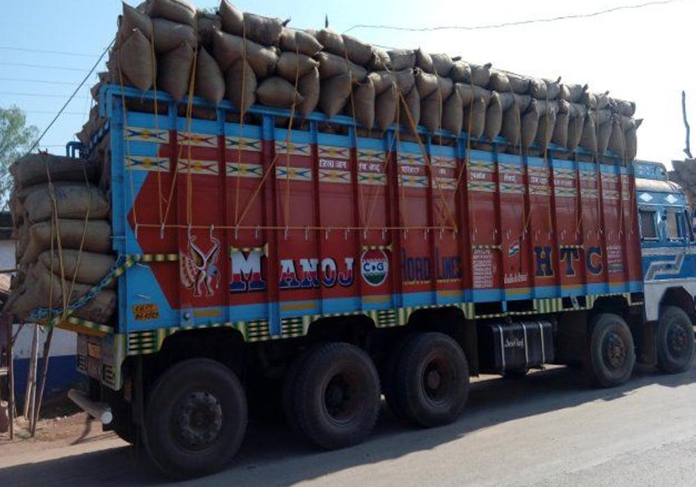 12 लाख रुपए देकर बुक कराई 500 बोरा चीनी, ट्रक पर लोड होते ही हुआ खुछ ऐसा, मालिक के उड़े होश