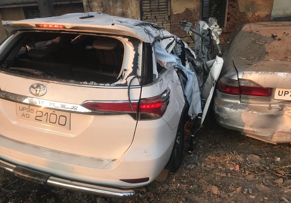 लखनऊ कानपुर राष्ट्रीय राजमार्ग पर दुर्घटना में पति पत्नी सहित तीन की मौत