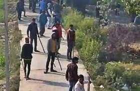 भीम आर्मी ने कार्यकर्ताओं ने मचाया तांडव, पुलिस पर किया पथराव, हवाई फायरिंग