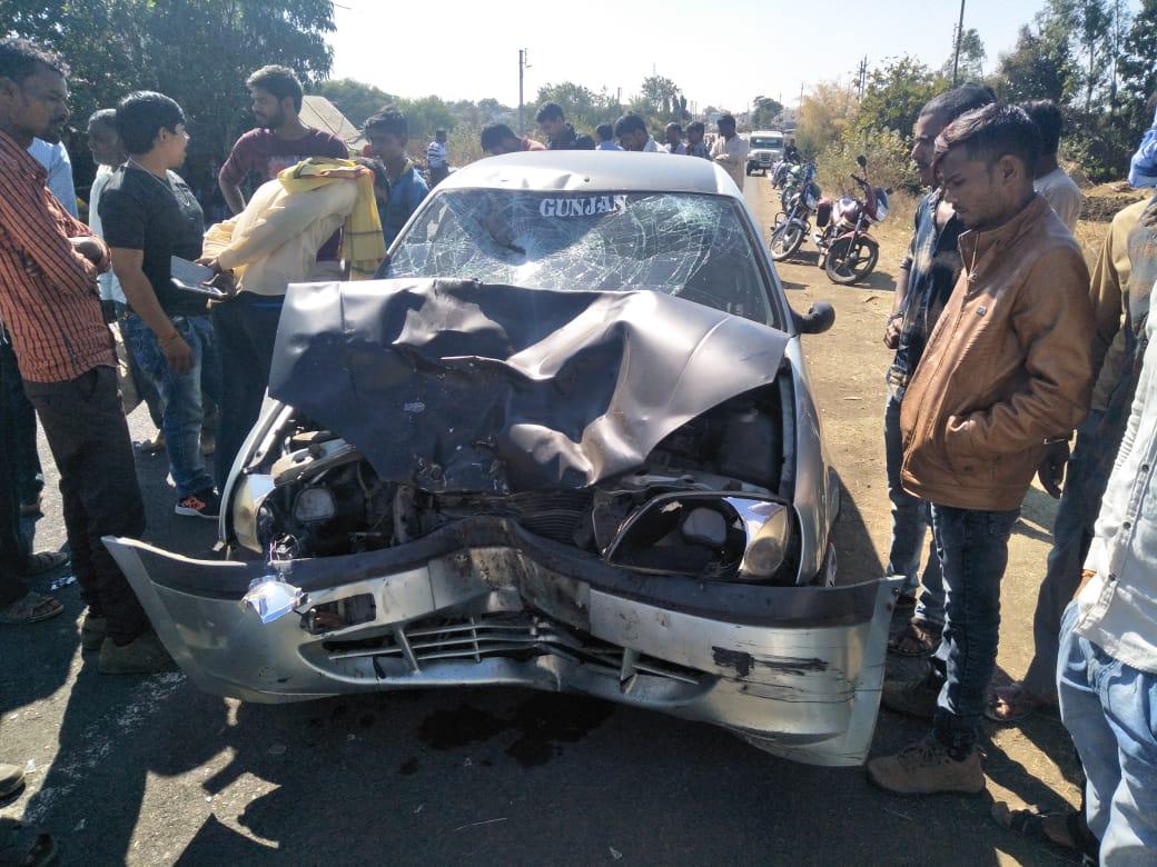 बस को ओवरटेक कर कार चालक ने बाइक सवारों को उड़ाया, एक की मौत