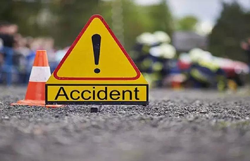 बिहार: ट्रक से टकराई टूरिस्ट बस, हादसे में 10 पर्यटक घायल