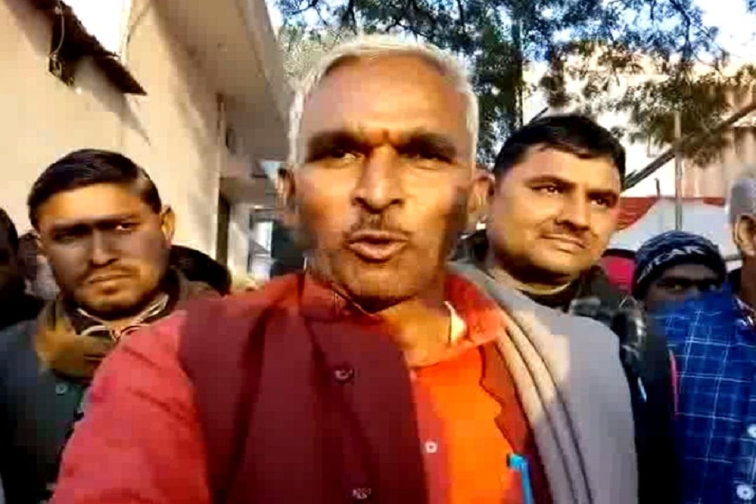 सुरेंद्र सिंह ने बीएसपी सुप्रीमो पर बोला हमला, कहा- प्रधानमंत्री तो क्या ग्राम प्रधान भी नहीं बन सकती मायावती