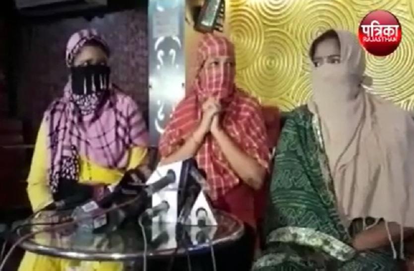 VIDEO - SC ने दी राहत: मुंबई में डांस बार फिर होंगे चमन, डांसर्स ने ऐसे जताई खुशी, देखें..