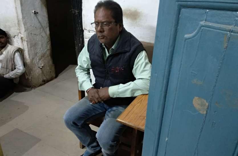नपा सीएमओ से घर जाकर स्वच्छता निरीक्षक ने की अभद्रता