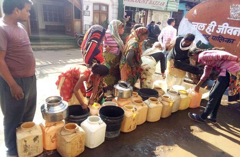 लाइन में लीकेज, दो दिन शहर के कई घरों में नहीं पहुंचा पानी लोग परेशान