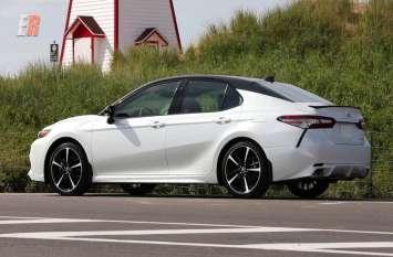 आज लॉन्च होगी Toyota Camry, इन खास फीचर्स से होगी लैस