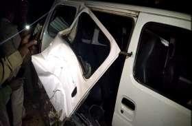 हादसा: ट्रेन की चपेट में आई कार की उड़ गए परखच्चे, तीन घायल