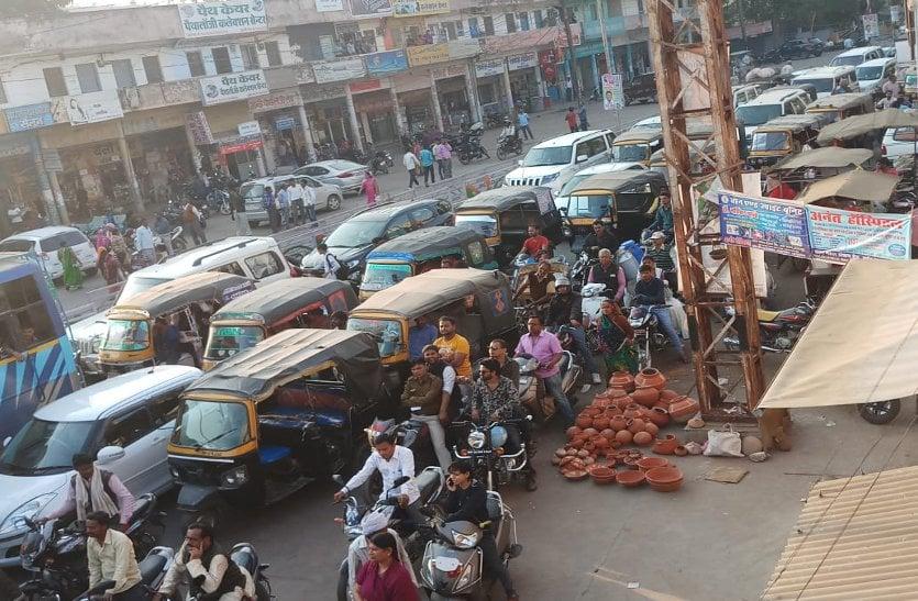 ट्रैफिक जाम बन गया शहर की पहचान, यातायात थाना में बल की कमी से नही हो पा रहा समाधान