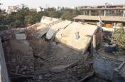धमाके से गिरे मलबे में 1 की मौत,एक ही परिवार के 3 सदस्य घायल