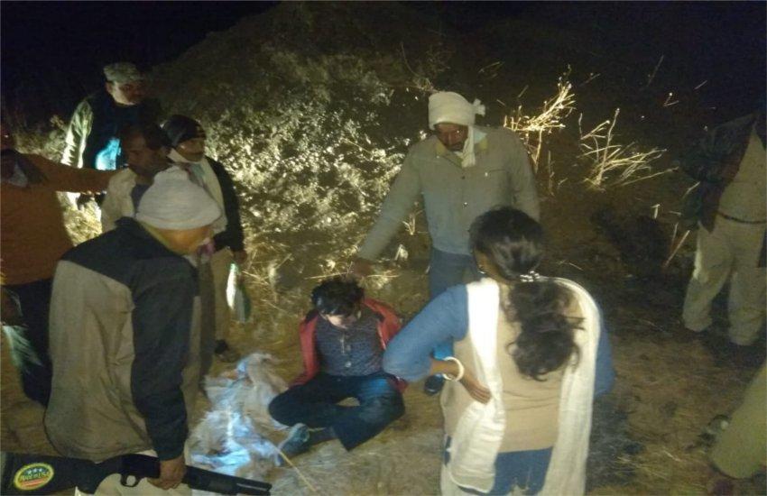 शिकार कर खेत पर जंगली शूकर का मांस पका रहे आरोपियों को आधी रात दबोचा