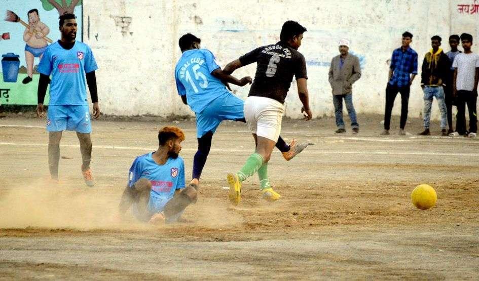 अमित सिंह ठाकुर मेमोरियल फुटबॉल प्रतियोगिता का हुआ समापन
