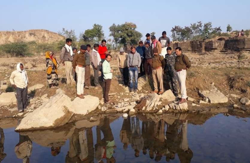 नदी में मिली 14 माह पहले चोरी हुई बेशकीमती मूर्तियां,चोर बेसुराग