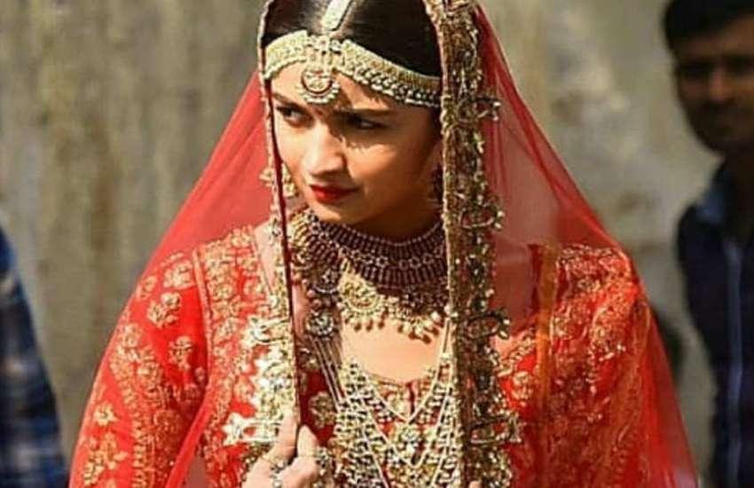 Alia Bhatt Madhuri Dixit Dulhan Dress on Kalank Movie sets photos